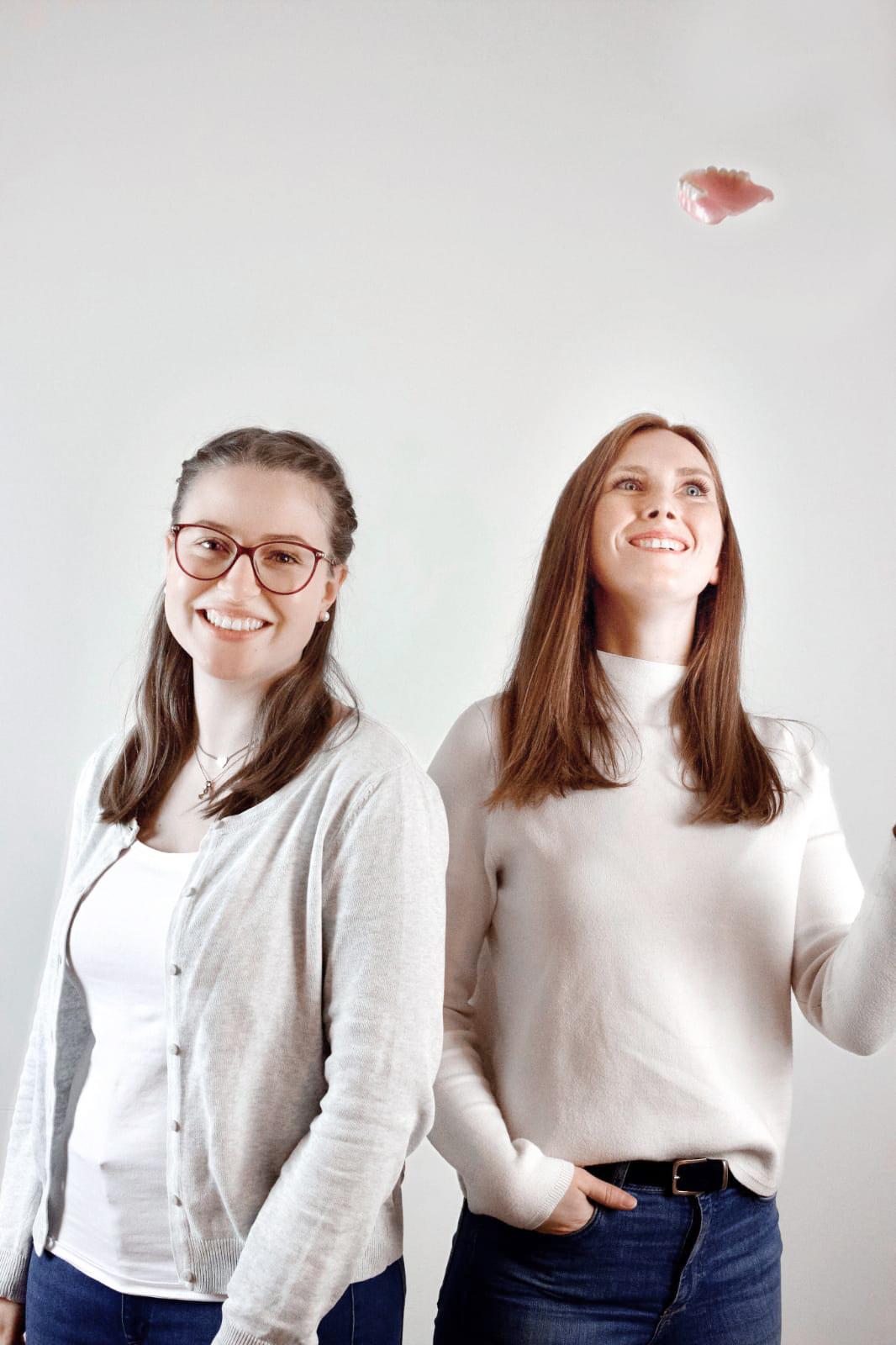 Zahntechnikerinnen - Jana Büttner und Monika Struck vom Dentallabor Frank Altmann - Hannover